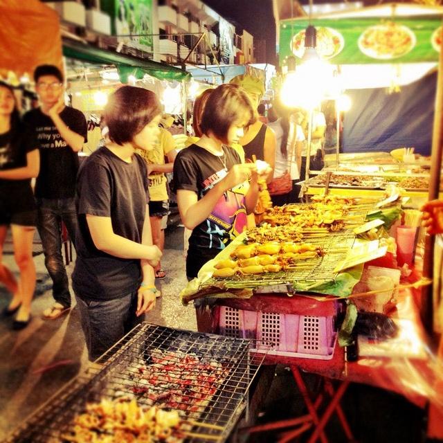 Nightmarket in Khon Kaen, Thailand    (C) Reisefreunde  http://ichweisswo.blogspot.com