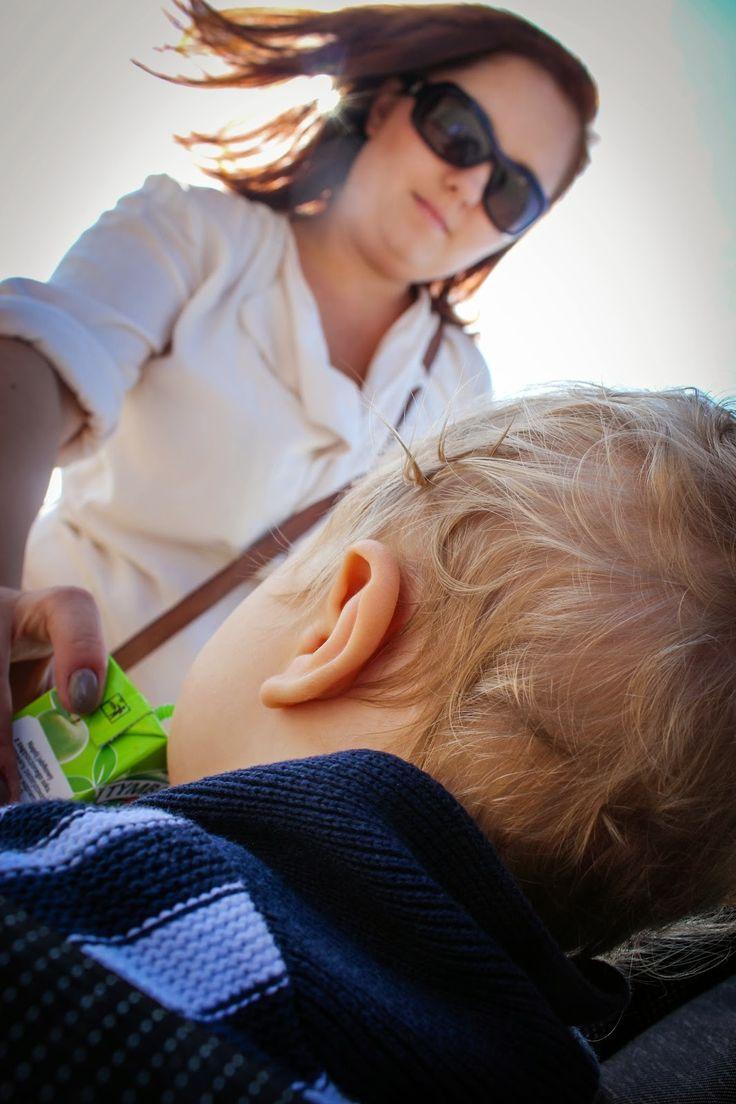 dziecko#chłopiec#matka#mama#mother#kołobrzeg#lato#morze#plaża#wakacje#holidays#sea#travel