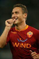 Sono 69 i rigori trasformati da Totti in Serie A, dopo quello segnato contro il Torino, uno in più rispetto a Roberto Baggio che però ne ha sbagliati tre in meno in campionato.