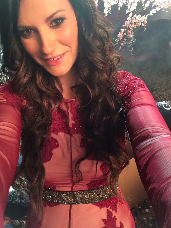#laurapausini #selfie #belt #fashion  laura pausini indossa la fascia #elesitalia #lavozmexico #italiansinger #fashionbrand #madeinitaly