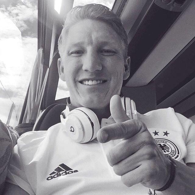 Pin for Later: Hier findet ihr die deutsche Fußballmannschaft auf Instagram Bastian Schweinsteiger