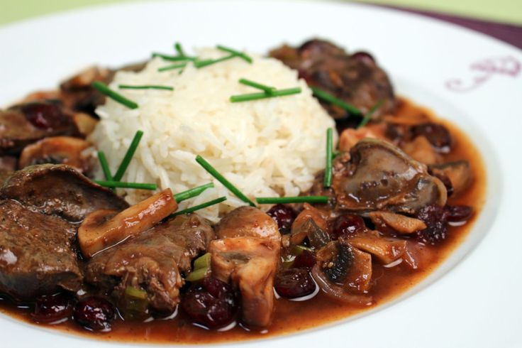 Recipe for Chicken Livers in Mushroom Port Sauce from Heart & Soul in the Kitchen by Jacques Pépin.