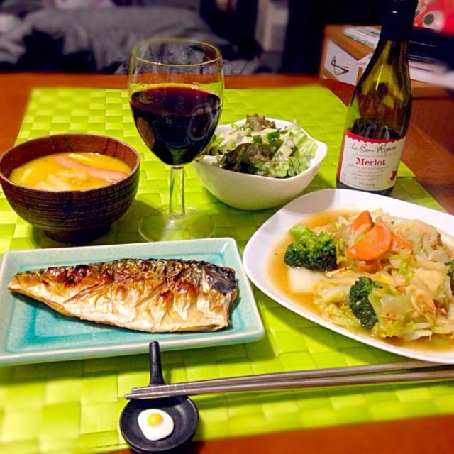 今夜の深夜の晩餐  チャプスイ【フイリピン風八宝菜】 塩鯖炙り グリーンサラダ 味噌汁代わりの小うどん 赤ワイン小瓶 - 76件のもぐもぐ - チャプスイ&塩鯖炙り by manilalaki