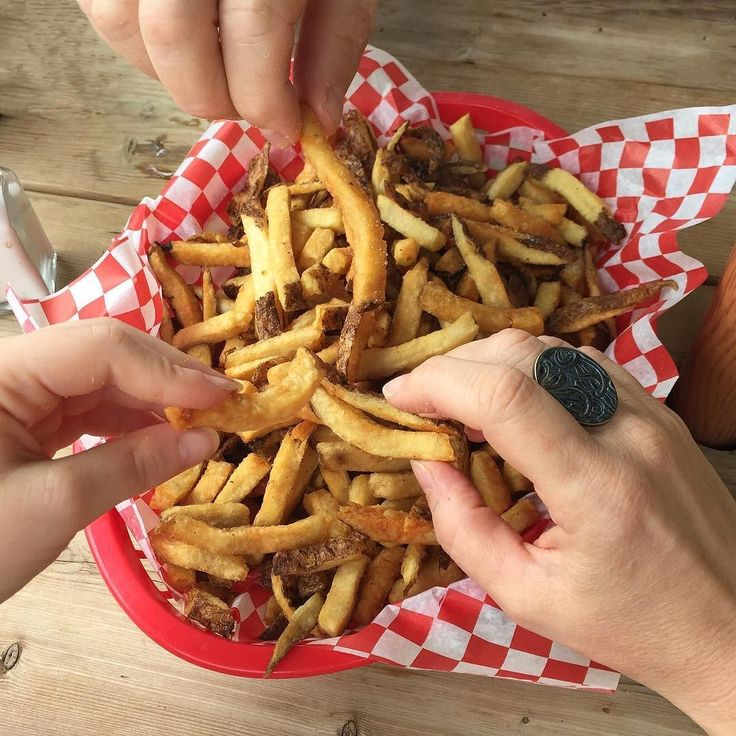 Happy Fri-day!  Did you know that yesterday was National French Fry Day?  We think this is the perfect way to celebrate! . #fridayfun #yummy #ringlover