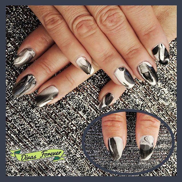 #nailart marmolado IMPECABLE a cargo de nuestra @the_queen.nailartis  La linda Sofia queďó feliz   #nailartchile #uñaschile #nails #nailschic #nailsdesign #marblenails #marble #nailgasm #nailsalon #nailstagram #lovemanicure #cutepolish #modelsown