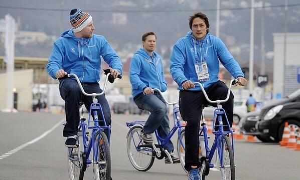Finnish national  icehockey team members Leo Komarov, Kimmo Timonen and Teemu Selänne biking in Sotshi 2014.