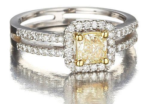 Diamante giallo, oro e brillanti | Princess Cut Natural Fancy Yellow Diamond Engagement Ring in 18k Gold with White Diamonds