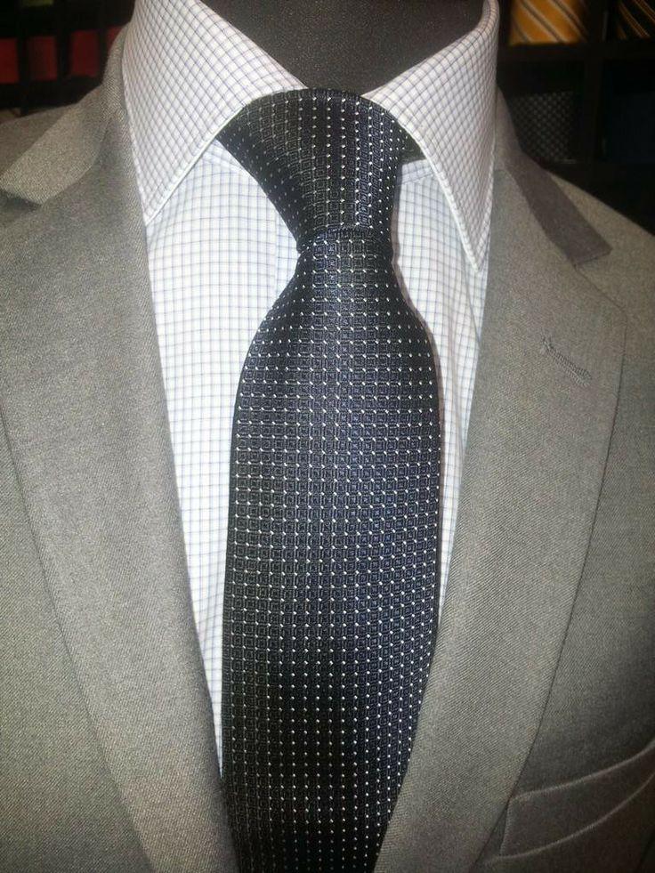 Cravatta blu e nera fantasia quadrati e pois bianchi. La Cravatteria. http://www.makehandbuy.com/cravatta-blu-e-nera-fantasia-quadrati-e-pois-bianchi.html