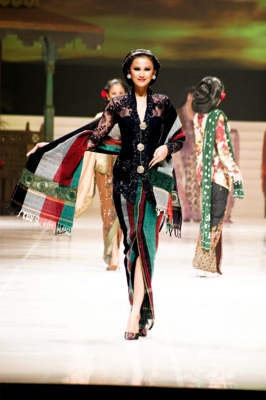 Black Kebaya by Anne Avantie - I have one very similar to this but one day I'll have one made by her too. This ensemble is very me. -A