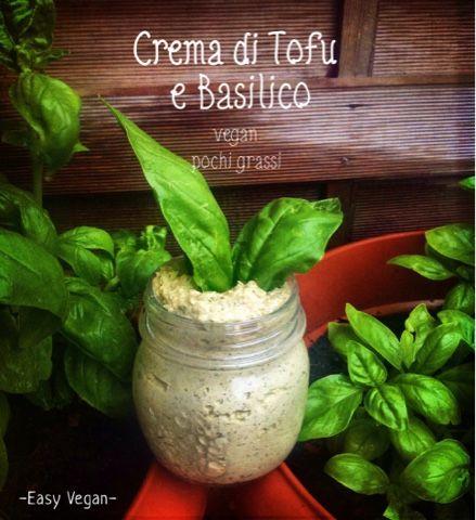 Crema di tofu e basilico alle noci..piace a tutti, è deliziosa sulla pasta, ma anche per tartine, piadine e involtini. Provate a usarla nelle lasagne al posto della besciamella..