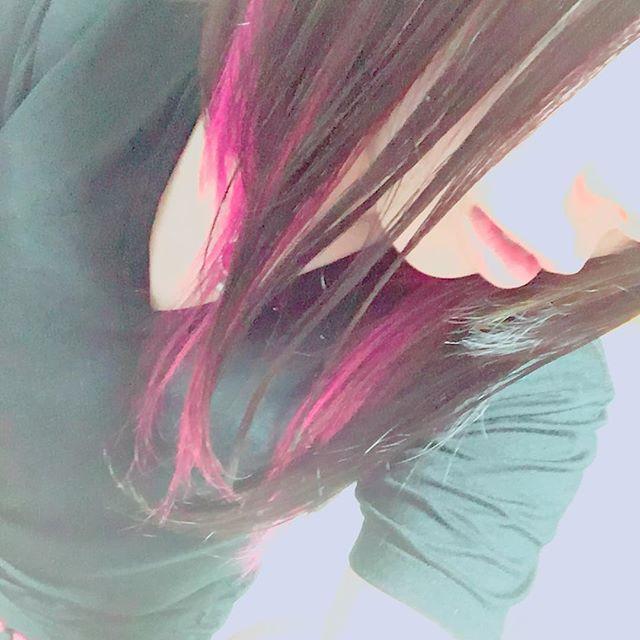 WEBSTA @ chibitaaa06 - ピンクできた💖😆💖😆💖😆💖 やっとの思いで思い通りの色に!なった!#マニパニ #マニックパニック #派手髪 #メッシュ #ピンク #ホットホッホピンク #嬉しい! #楽しい!