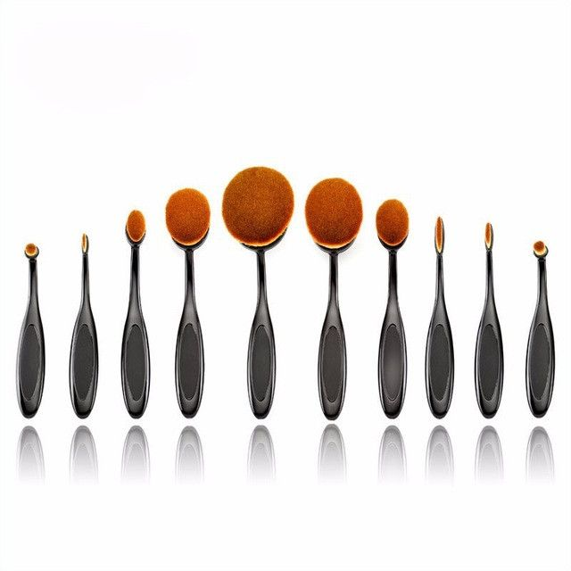Oval shaped makeup brush set - made from synthetic hair brush - 10 piece set - wooden handles