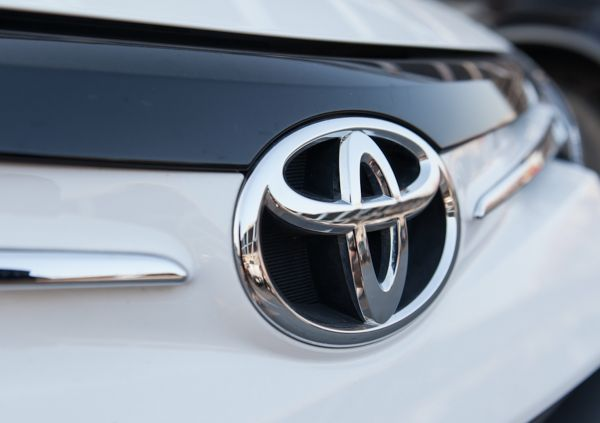 Toyota Invests in Artificial Intelligence for Cheaper Batteries, Electric Cars and Fuel Cells:: Carmaker Toyota is pursuing advanced technology in pursuit of electric vehicle battery cost cuts. The Japanese manufacturer recently announced it would be using artificial intelligence (AI) to help in the design and production of electric cars and fuel cells. The move follow's Tesla's acquisitio ..