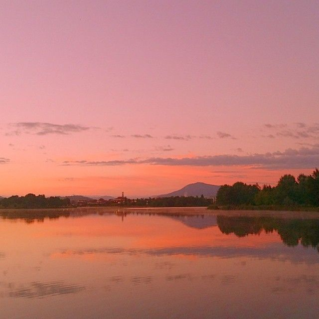 """""""Some mornings just make you smile!"""" Instagrammer eilleene4 shared this colourful image of another spectacular sunrise over the nation's capital. #visitcanberra"""