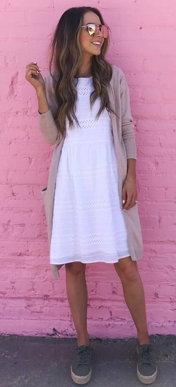 cool outfit idea_white dress + sneakers + nude cardigan