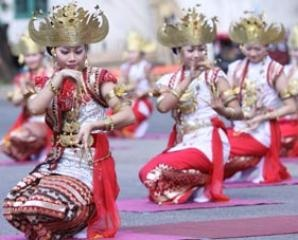 Meliting dance, Lampung Peminggir people, Indonesia.