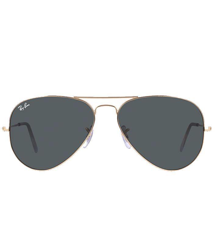Från att bäras av amerikanska piloter till att bli en evig modeikon i herrmodets historia,Ray Banhar helt klart satt solglasögonen på kartan.Solglasögonmed tunn metallbåge, grönt tonat glas med UV-skydd enligt europeisk standard