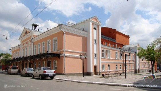Астраханский драматический театр - один из старейших провинциальных театров России. Первые спектакли в Астрахани начали ставить ещё задолго до постройки существующего здания театра. Подробнее на http://www.love-astrakhan.ru/org.php?tag=600