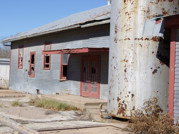 Abandoned feed store in Bellville, Texas.  Must go... @Laura Jayson Jayson Jayson McCord