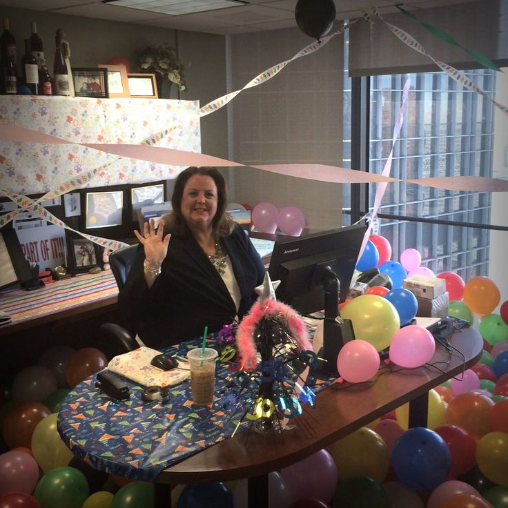 Our director of sales, Judy Booth, celebrates a belated birthday after returning from vacation.  #detroitmarriott  #marriott  #marriottfamily #teamwork