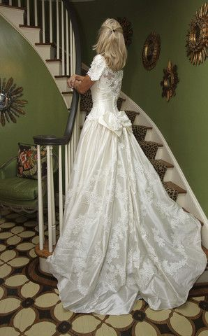 Priscilla of Boston Silk Fit And Flare With Bow New Wedding Dress Size 0 - Nearly Newlywed