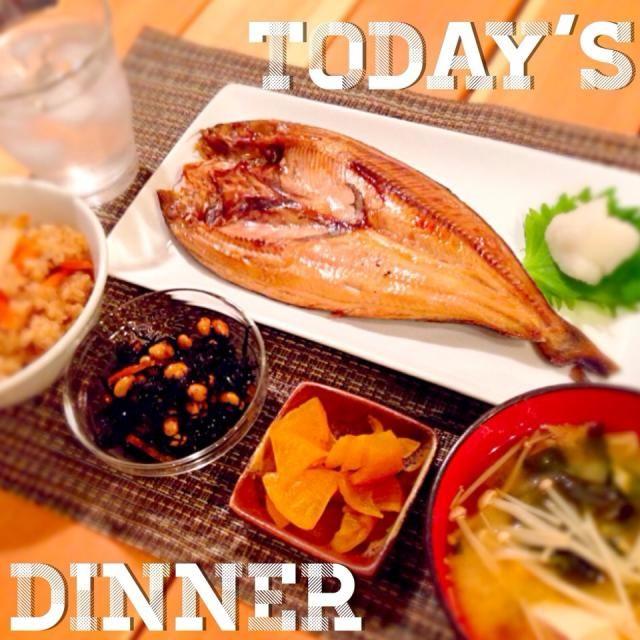 ほっけは、身がふっくらしてて 美味しかった〜♡ - 62件のもぐもぐ - ほっけの開き♥️五目炊き込みごはん♥️ひじきの煮物♥️お味噌汁(えのき、豆腐、わかめ) by 00anela00
