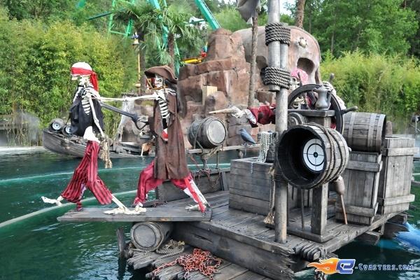 20/26 | Photo de l'attraction Pirates Attack située à Fraispertuis-City (France). Plus d'information sur notre site http://www.e-coasters.com !! Tous les meilleurs Parcs d'Attractions sur un seul site web !!