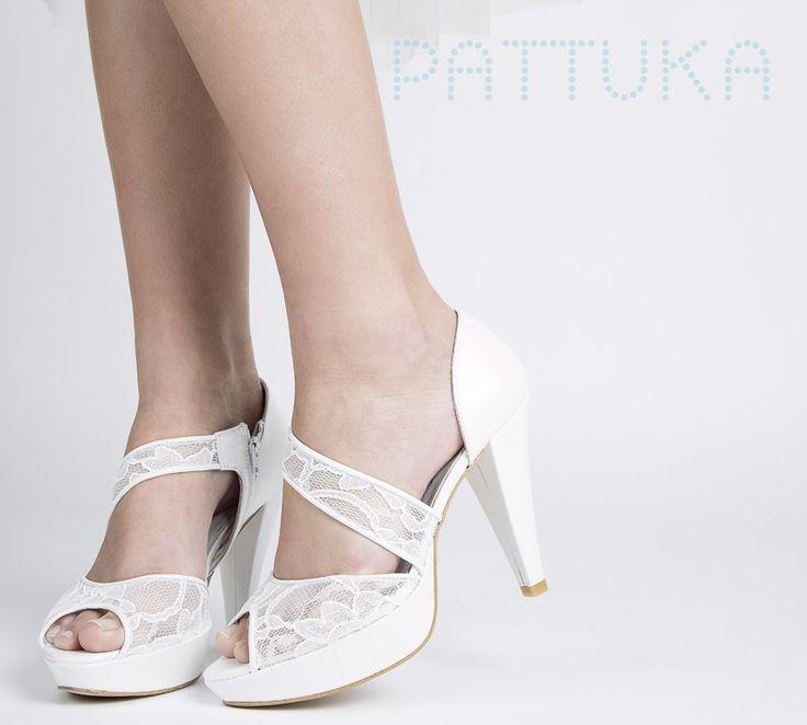 Simplemente divinas estas sandalias de novia: https://www.pattuka.com/producto/sandalias-novia-doriani-3161/