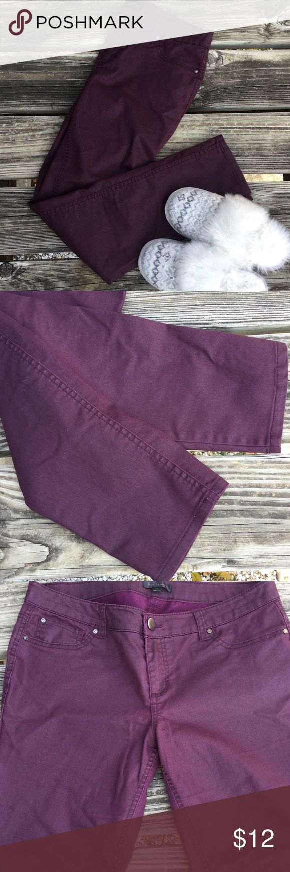 "Purple skinny pants Pretty pants for fallin vibrant purple color pairs nicely with solid colored tops and sweaters, slight scratch on back pocket, not torn or anything just lightened color on the marking, some stretch, waist measures 16"" across, inseam is 29.5"" Fire Los Angeles Pants Skinny"