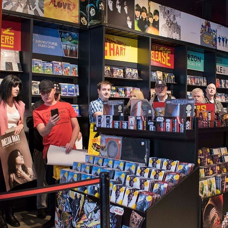 ..this time last year or thereabouts, queuing up to meet Miss May in Tower records. More photos on my blog, click photo! #imeldamay #hogansblog #towerrecords #dublin #vinyl #vinyllife #singers #recordcollector #33rpm #vinylcollector #vinylcommunity #vinyljunkie #vinyloftheday #vinylcollection #records #music #dublinpeople #recordcollection #album #albums #irishsinger #lifelovefleshblood #imeldaofficial