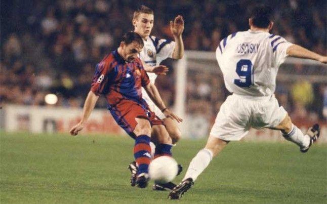 Albert Ferrer en una jugada del Barça-Dinamo de Kiev de 1997