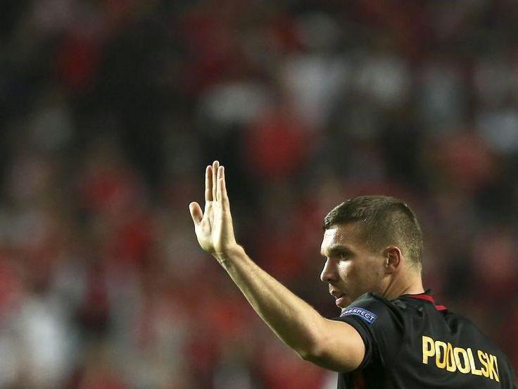 Lukas Podolski denkt wegen der Anschläge in der Türkei über einen Wechsel nach. Foto: Jose Sena Goulao