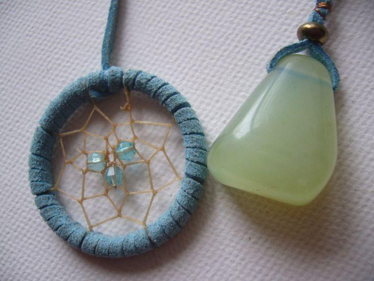 Grüne Jade am hellblauen Traumfänger Buchzeichen von Traumnetz-com :  Traumfänger, Schmuck, Bilder auf DaWanda.com