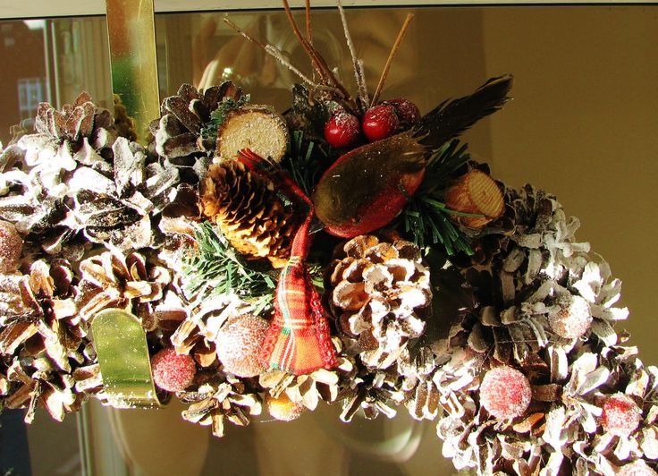 shine on: Pine Cone Wreath