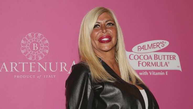 Following the death of Angela 'Big Ang' Raiola, celebrities tweeted their condolences and kind words for the Mob Wives star and her family.