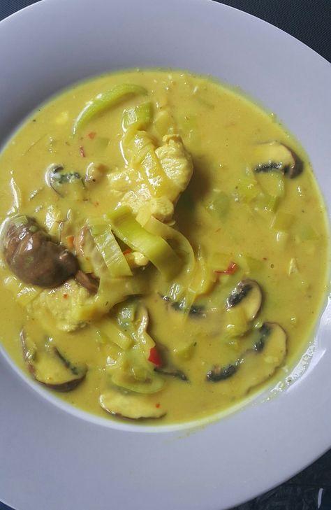 Mit der Curry Huhn Lauch Suppe habe ich wieder einmal ein Gericht für die strenge Phase gekocht. Diese Suppe ist schnell zubereitet und enthält alles was i