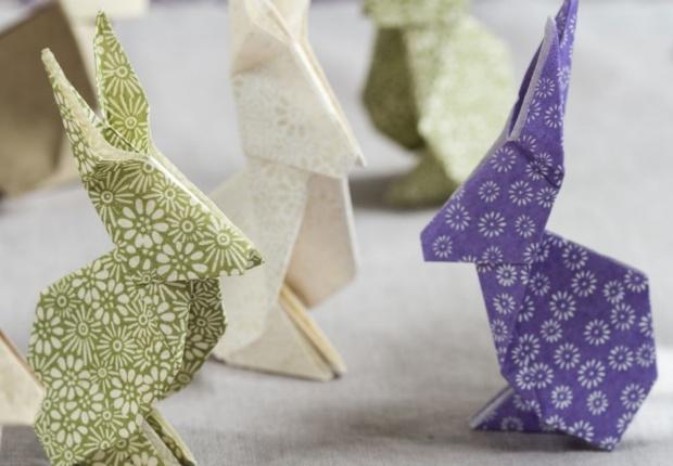 Des lapins en origami Pour amuser les enfants ou dcorer votre table de Pques, fabriquez ces petits lapins en origami. Un lapin en origami en tapes tlcharger