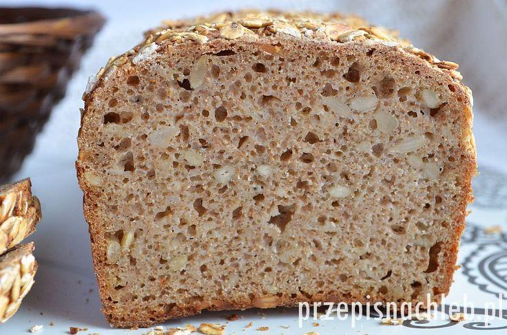 Chleb pszenny razowy na zakwasie. Bardzo prosty chleb razowy, tym razem w wersji pszennej – również na pszennym zakwasie. Jeśli ktoś nie posiada zakwasu pszennego można go zastąpić żytnim. Chleb wzbogacony jest górskimi płatkami owsianymi i ziarnami słonecznika. Składniki wystarczy wymieszać łyżką. Taki chleb – jak każdy razowy – najlepiej kroić dopiero następnego dnia po […]