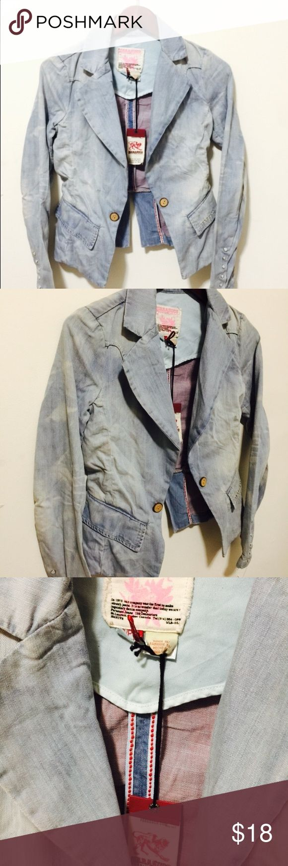 NWT DYE OPEN JEAN BLAZER OPEN SPLIT ON BACK SMALL NWT LIGHT BLUE DYE OPEN JEAN BLAZER HAS A BACK SPLIT  SIZE SMALL LEN 21 ARMPIT 16 GREAT WITH JEANS  MANNEQUIN IS SIZE MED. PLEASE ASK ANY QUESTIONS ❤️❤️NEW INVENTORY❤️❤️  ✅BUNDLE AND SAVE ON SHIPPING 20% OFF ON ANY BUNDLES MY PRICES ARE GREAT AND THERE NWT OR NWOT UNLESS STATED  THERE NAME BRAND SELLING THEM FOR CHEAP✅  ***DONT FORGET TO FOLLOW I DELETE AND RELIST***  # GREAT DEALS Jackets & Coats Jean Jackets