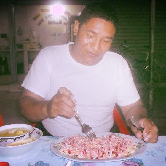 Nell David Perez Gaitan, disfrutando patacona mixta de carnes