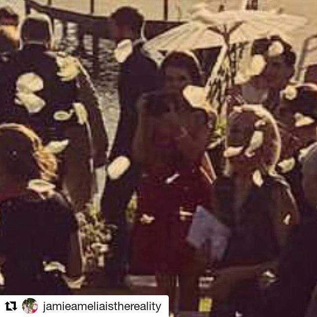 #Repost @jamieameliaisthereality with @repostapp ・・・ My beautiful Millie and Jamie at the back ❤ (Dec 30,2016) It was their friend's wedding at Cape Town . #JamieDornan #AmeliaWarner #antidamie #fiftyshadesfreed #fiftyshades #fiftyshadesofgrey #fiftyshadesdarker #Jamielia #Damieisreal like a unicorn 🦄 💋 Quando la verità fa male e il culo brucia, si dicono tante cazzate. Intanto Jamie e Amelia sono sempre insieme #damieisfake
