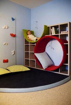 Een ronde stoel vindt ik erg leuk! Kinderen kunnen erin liggen en leuk mee spelen.
