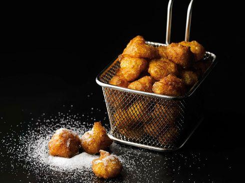 PETS DE NONNE DE C. MICHALAK (25 cl de lait, 50 g de beurre 1/2 sel, 130 g farine T45, 3 oeufs (150 g), zeste d'1 citron, 3 cl d'eau de fleur d'oranger, huile de pépins de raisin, 50 g sucre + 1 pincée de cannelle)