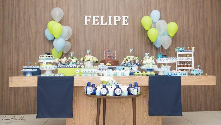 A festa de três anos de aniversário do Felipe teve como tema transportes, pq ele…
