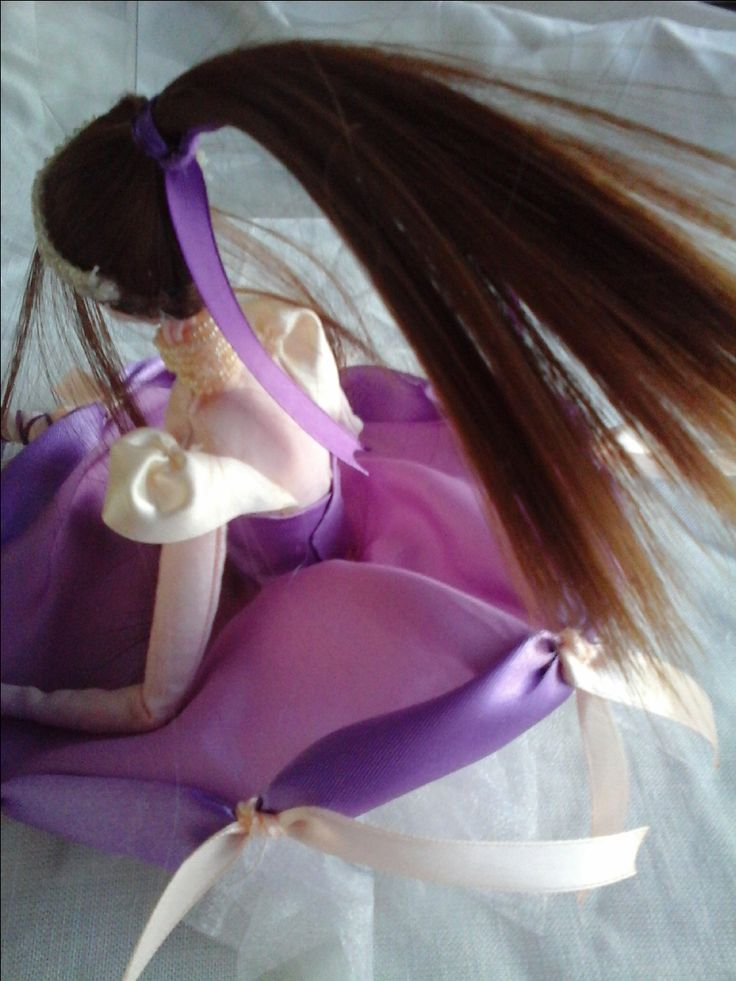 doll collection Vivian lato B Bambola di stoffa o di pezza(rag doll) cucita e dipinta a mano alta 15-16cm seduta vestita di nastri seta e raso, bomboniera con portaconfetti sotto la gonna realizzata pezzo unico