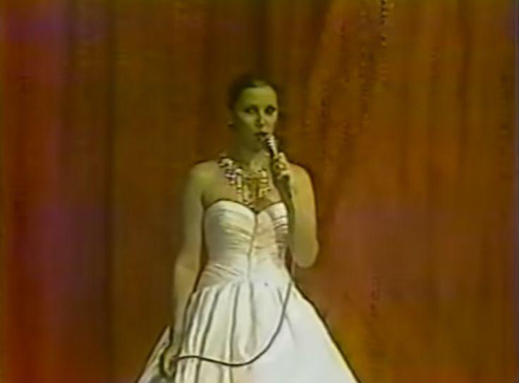 Carmen Victoria Perez, hace una Reseña de la Reina Saliente que esa Noche se Despide como Miss Venezuela 1980, la Bellisima Morena Maye Brandt..by Atonni Azocar