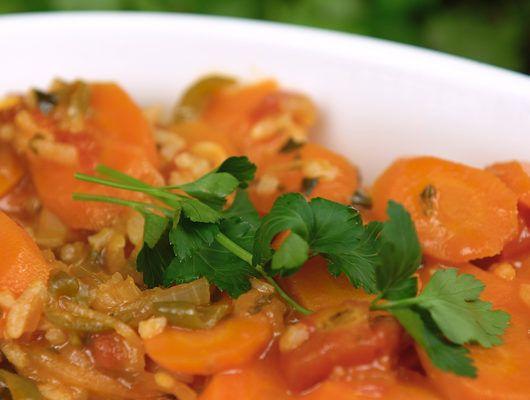 Zeytinyağlı yemeklere bayılıyoruz! Böyle sağlıklı, böyle güzel tarifleri hep masamızda görelim diye: Zeytinyağlı havuç tarifi.