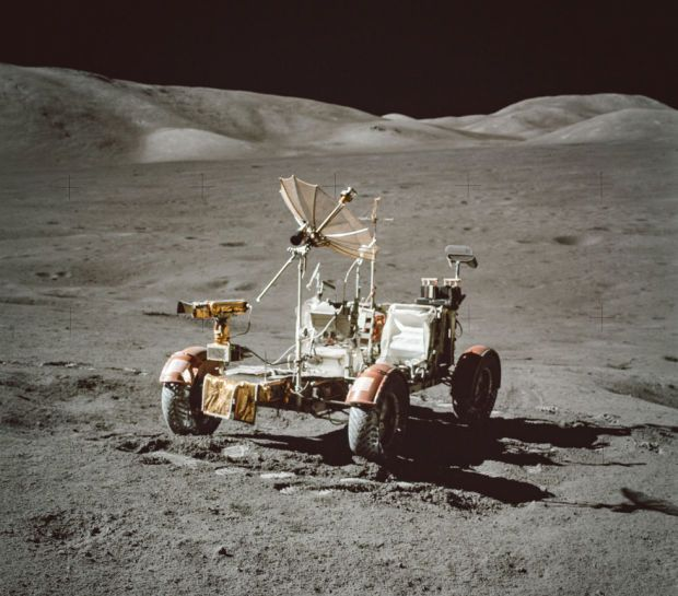 16 Perfectly Recolored Photos From NASA Missions In The '60s And '70s - Airows