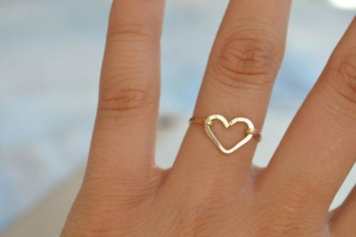 simple gold heart ring