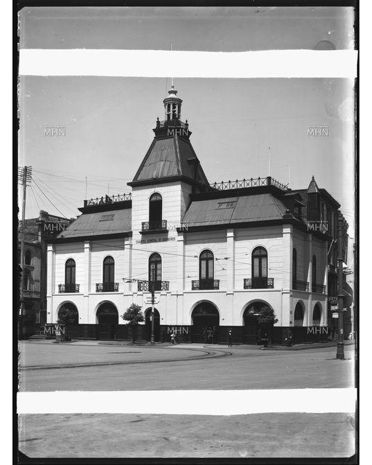 Cuartel General de Bomberos de Valparaíso Fotog.: Einar Altschwager Fecha Fotog.:1930 M.H.N.